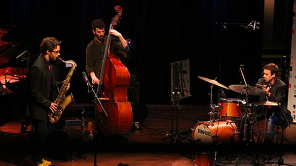 Casares Brothers Trio di Pieter Kunnen