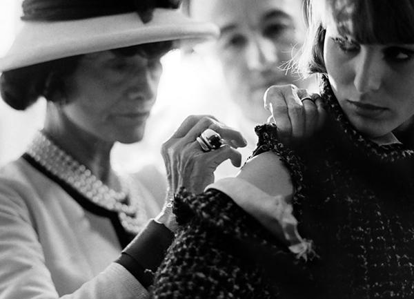 Coco Chanel con una modella