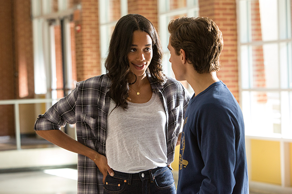 "Laura Harrier e Tom Hollan in ""Spider-Man: Homecoming""."
