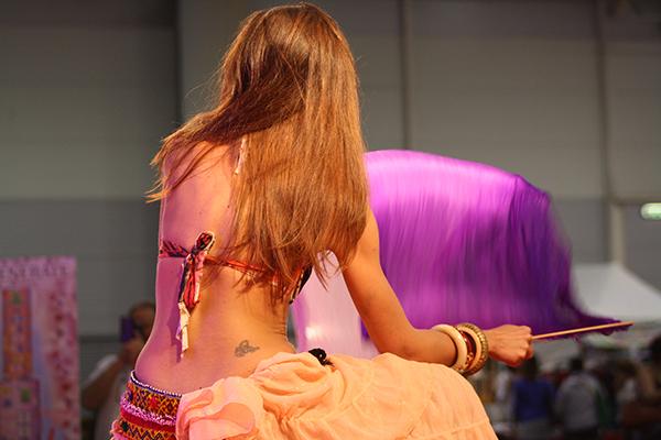 Elisa Scapeccia, direttrice artistica e coreografa delle Hafla Dancers fotografata da Miriam Bendìa
