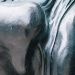 statua volto di donna Photo by Clem Onojeghuo on Unsplash