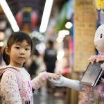 bambina con robot | Best Friends Photo by Andy Kelly on Unsplash
