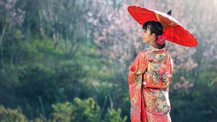 ragazza giapponese in kimono
