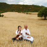Tertenia (OG): Birra Lara, Francesca Lara e Gianni Piroddi nei loro campi.
