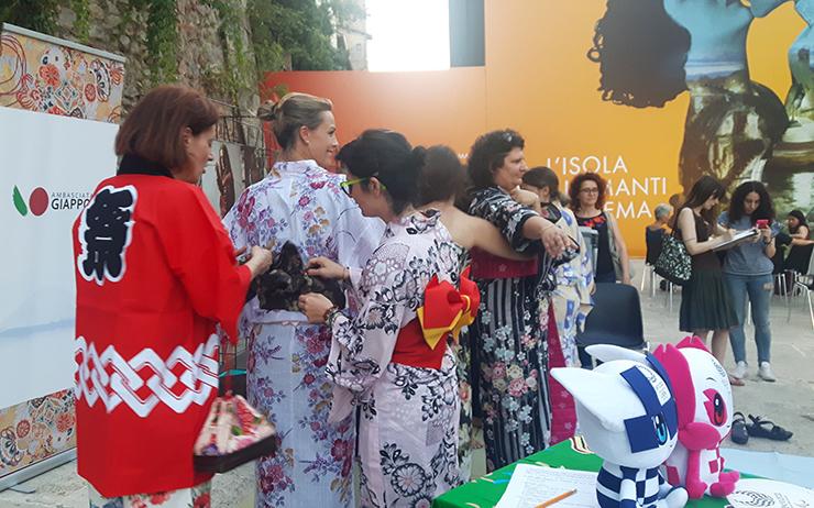 Vestizione dello Yukata con Gloria Ducci