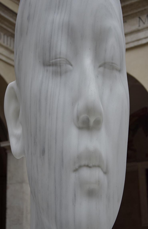 Jaume Plensa, Chloe's World V, 2018 | Laura Asia, 2015 | Marmo | Courtesy: the artist and Galerie Lelong, Parigi | Ph: Annalisa Esposito - Chiostro del Bramante