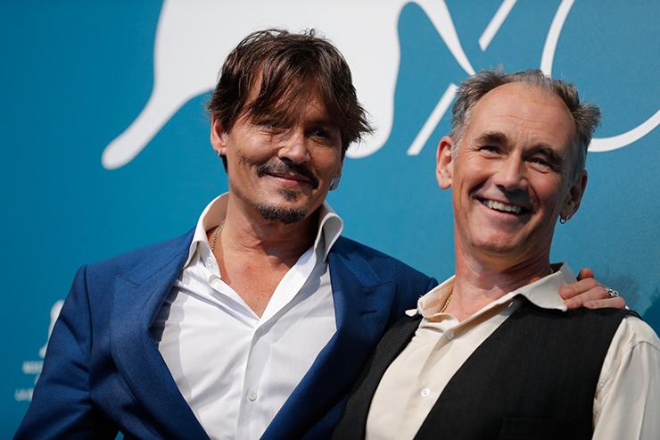 Photocall WAITING FOR THE BARBARIANS, Johnny Depp and Mark Rylance | Credits La Biennale di Venezia Ph ASAC