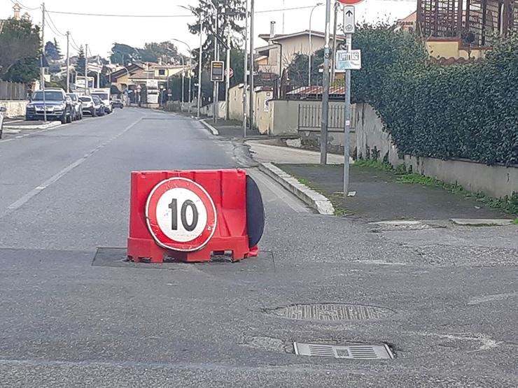 Dalla Pagina Facebook Marcosimoneonline: Via Valle dell'Aniene incrocio con Via Subiaco