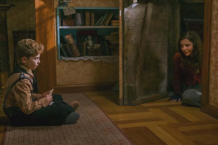 Roman Griffin Davis e Thomasin McKenzie nel film Jojo Rabbit   Photo by Kimberley French © 2019 Twentieth Century Fox Film Corporation All Rights Reserved
